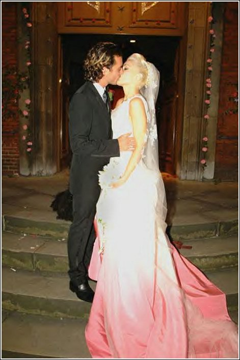 gwen-stefani-wedding-dress-2