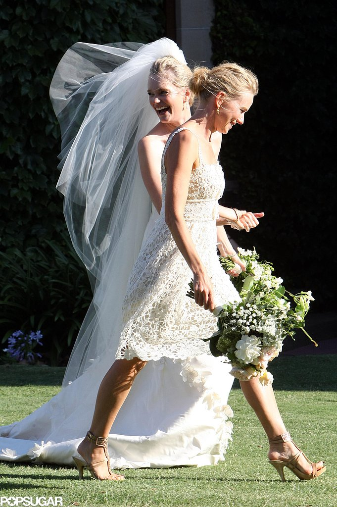 Naomi-Watts-carried-bouquet-alongside-bride-Emma-Cooper