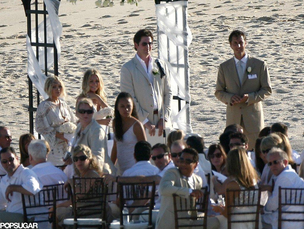 November-2007-Mary-Kate-Olsen-Ashley-Olsen-both-donned-white