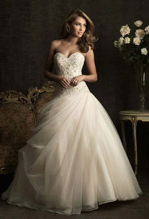 Sweetheart strapless tulle wedding dress