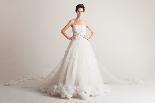 strapless long-tailed wedding dress