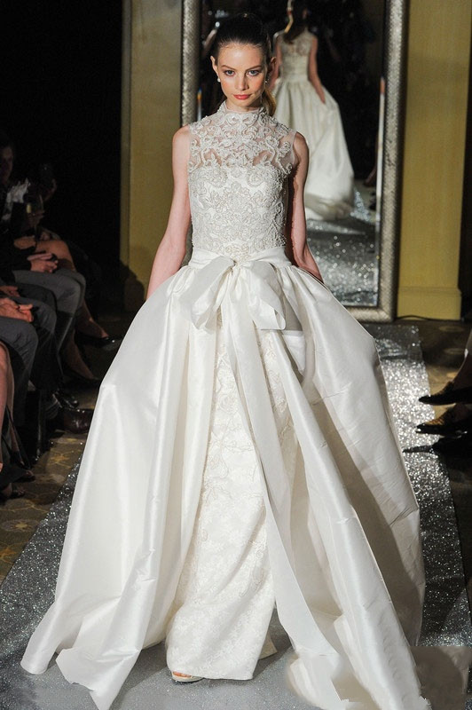 Slim lace wedding dress with detachable chapel tailing