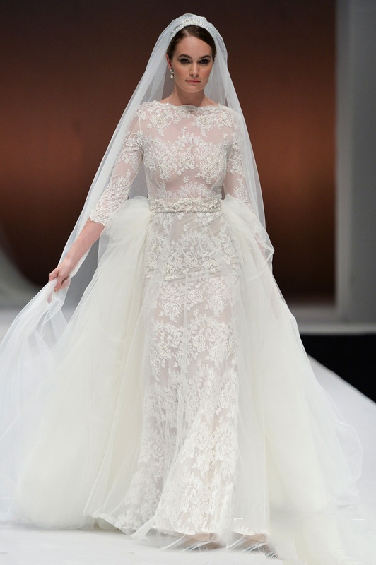long sleeved lace wedding dress with detachable chapel trailing