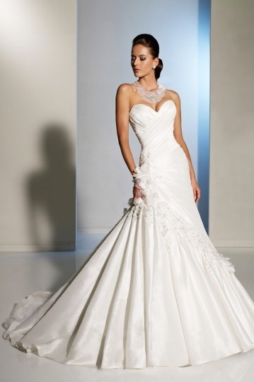 Sweetheart Ruched Applique Ivory Taffeta Wedding Dress