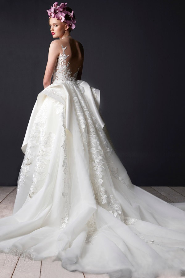 spliting tulle wedding dress