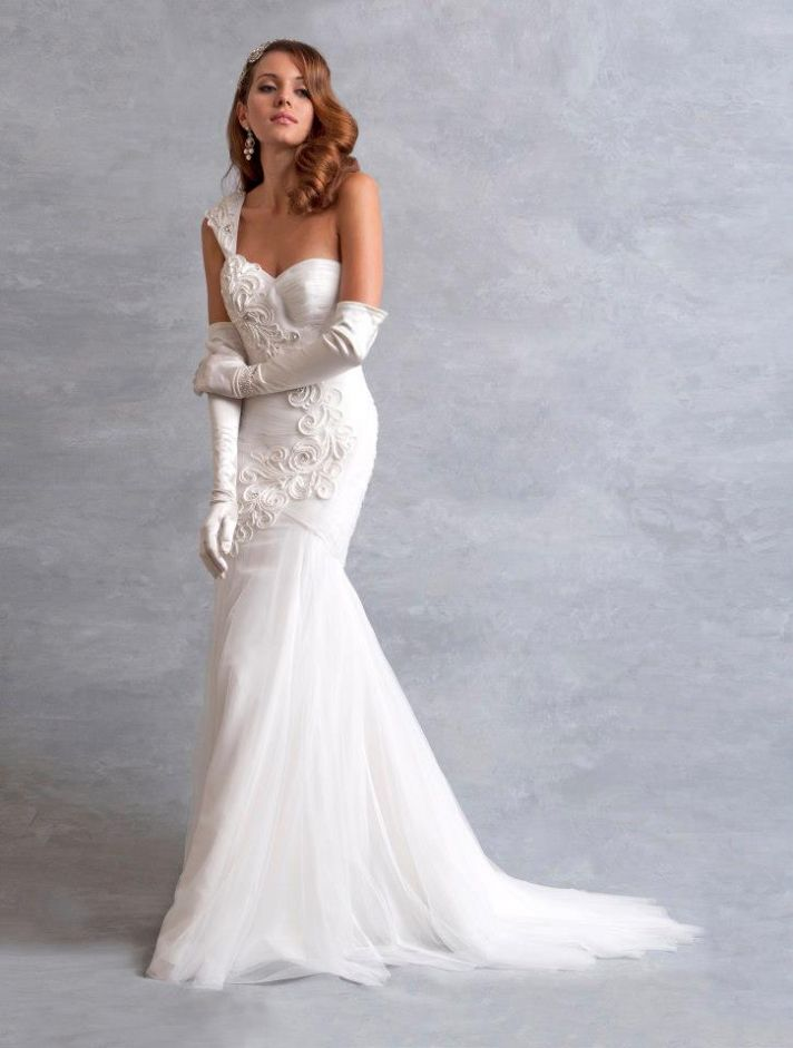 vintage one-shoulder tulle mermaid Wedding Dress